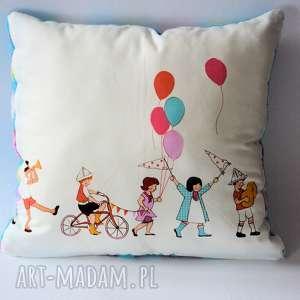 poduszka z gromadką dzieci - poduszka, dzieci, kolorowa, miękka, urodziny