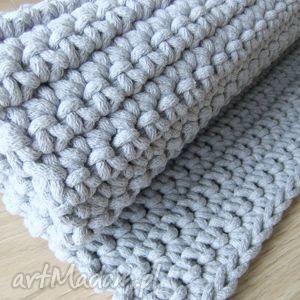Dwa szare dywaniki 40 x 120 cm każdy, sypialnia, dywanik, sznurek, szydełko, szary