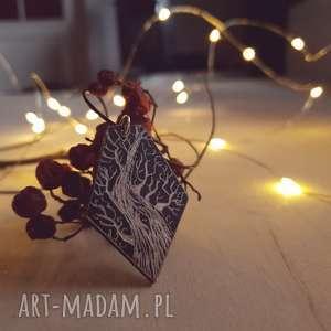 drewniany wisior grawerowany, moonlight minimalist art, folk, etniczny
