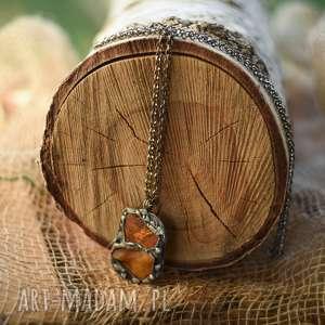 hand-made wisiorki wisiorek z miedzi naturalnie patynowany bursztynem matowym