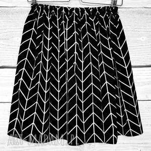 spódnice spódniczka w geometryczny biały wzór, zygzak, spódnica do kolan
