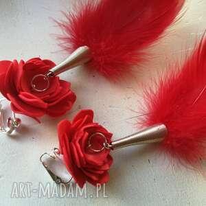 klipsy kwiaty i piór czerwone, leciutkie,pojedynczy egzemplarz