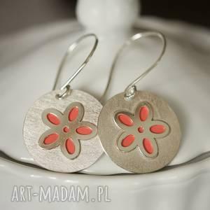 Srebrne kolczyki Wiosenny kwiat , koral, wiszące, okrągłe,