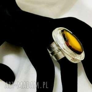monika piankowska pierścionek srebrny z bursztynem bałtyckim regulowany