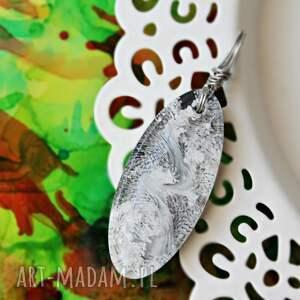 handmade wisiorki zawieszka szarości i biel