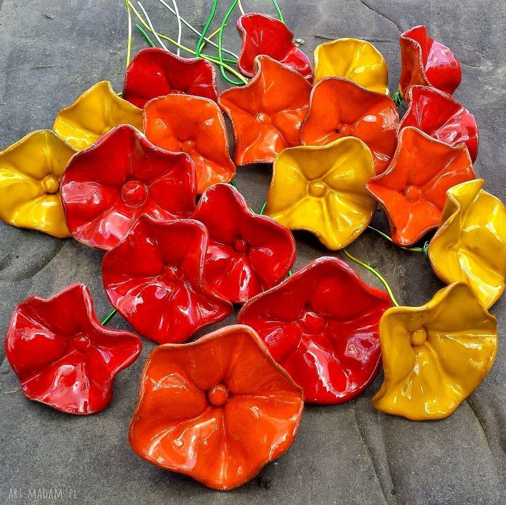 kwiat ceramika czerwone ceramiczne kwiaty na druciku