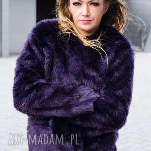 fioletowa kurtka z futerka, futrzana, futro, zimowa, awangardowa, futerko, ciepła