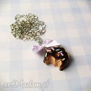 hand made naszyjniki słodkości naszyjnik pączek czekoladowy