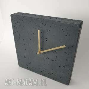 hand-made zegary zegar z betonu stojący kwadro grafit