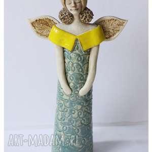 handmade ceramika aniołek w koronkowej sukni z żółtym
