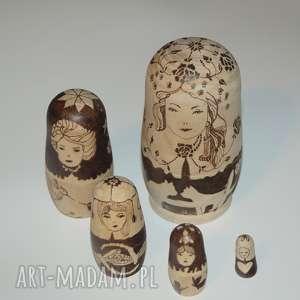matrioszka miłosna - ręcznie wypalana drewniana matrioszka, pirografia