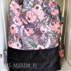 worek plecak w kwiaty na szarym, worek, plecak, spacery, zakupy, wycieczki