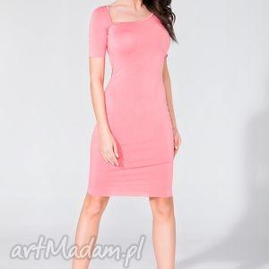 sukienka z asymetrycznym dekoltem t138 różowy - sukienka, ołówkowa