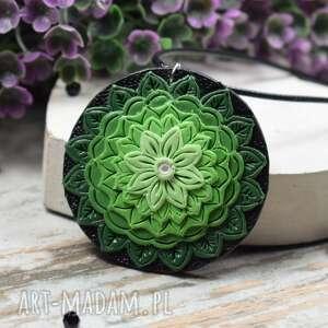 wisiorki wisiorek mandala w odcieniach zieleni, mandala, biżuteria