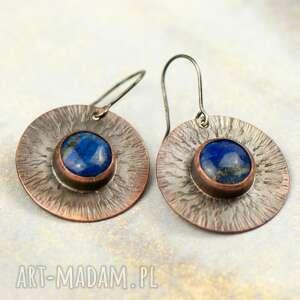 kolczyki młotkowane tarcze z lapis lazuli c854-b, koła, oksydowana
