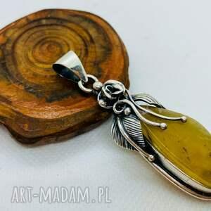handmade wisiorki mały srebrny wisiorek z bursztynem bałtyckim