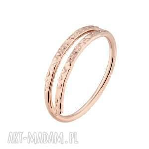 delikatny pierścionek z różowego złota - minimalistyczny