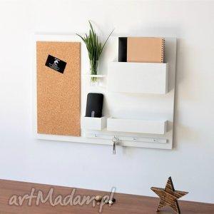 dom organizer na ścianę - 63x45 cm, drewniany, biały, tablica korkowa, klucze, nad