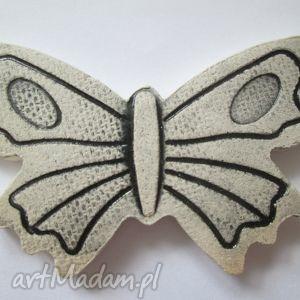 wiosenna broszka - motyl, wiosenna, ceramiczna, elegancka