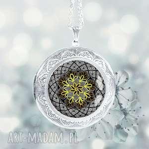 medalion otwierany z mandalą w szkle - artystyczny wyrób na prezent - mandala