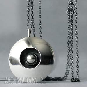 wisiorki duży polerowany wisior srebrny, zawieszka ze srebrną kulką, okrągły