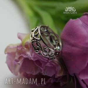 srebrna koronka - obrączka, kręcona ażurowa gwiazdoo, oksydowana