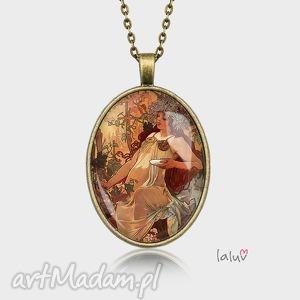 medalion owalny autumn a mucha - obraz, jesień, reprodukcja, grafika, prezent, kobieta