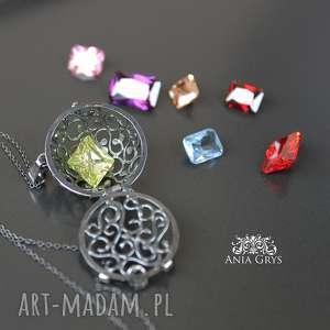 biżuteria jak kobieta zmienną jest, wisiorek, sekretnik, cyrkonie, oksydowany