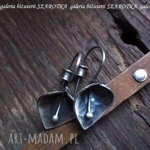 świąteczny prezent, kwiatowe kolczyki ze srebra, srebro, oksydowane, kwiaty, kwiatki