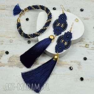 elegancki komplet biżuterii w odcieniach granatu i złota, długie kolczyki