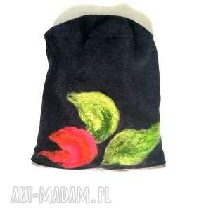 czapka wełniana filcowana czarna zimowa handmade w kwiaty, czapka, etno, boho,