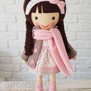 malowana lala patrycja z szalikiem, lalka, przytulanka, niesppdzianka, zabawka