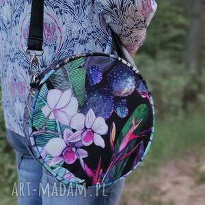 na ramię round bag - kwiatowa kraina, elegancka, nowoczesna, kwiaty, prezent