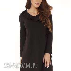 Sukienka z falbanką przy dekolcie czarna, elegancka-sukienka, modna-sukienka