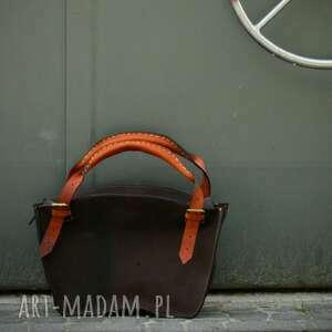 stylowa torba z unikalnymi pomarańczowymi paskami, idealna na co dzień