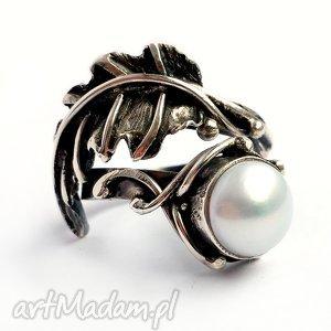 Prezent Puch - srebrny pierścionek z perłą, srebro, 925, perła, metaloplastyka