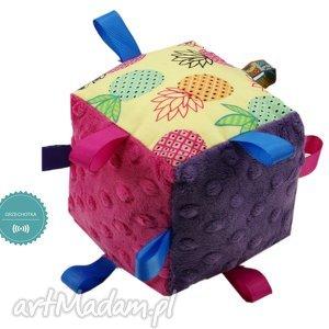 hand made zabawki kostka sensoryczna grzechotka, wzór ananasy