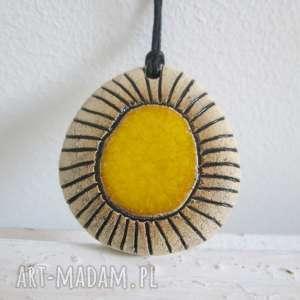 żółty etniczny wisiorek, etno, wisior, ceramiczny, etniczny, oryginalny wisiorki