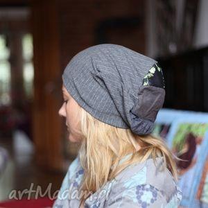 hand made czapki kobita z wąsem na twarzy anonimy smaży