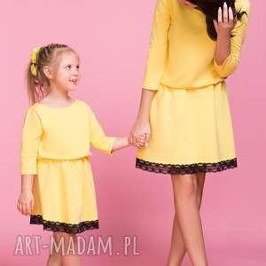 Sukienkz z ozdobną koronką DZIECKO TD1, kolor żółty, sukienka, lekko, rozkloszowana