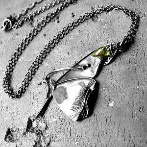 secret garden- srebro i peridot, zmotylem, realistyczny, uroczy, srebrny, prezent