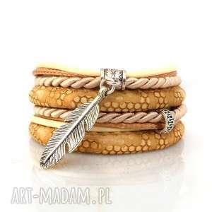 Feather In Brown, bransoletki, zaplatane, owijane, piórko