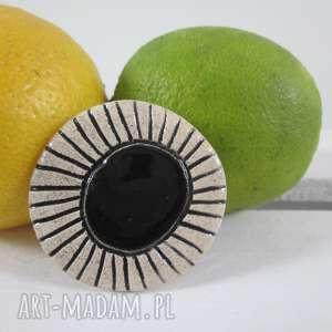broszka z czarnym oczkiem, czarna, etniczna, ceramiczna, z-ceramiki