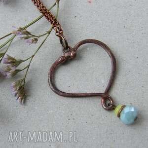 ręcznie wykonane wisiorki łańcuszek z wisiorkiem na walentynki: serduszko niebieskim