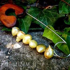 hand made broszki broszka agrafka z limonkowymi perłami