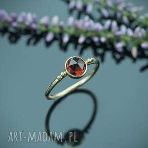 złoty pierścionek z granatem pirop, pierścionek, złoto 14k