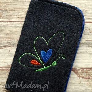 filcowe etui na telefon - haftowany motylek, filcowe, etui, smartfon, haftowane