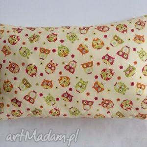 Beżowa poduszka w kolorowe sowy, sowy