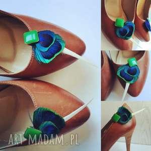 klipsy do butów z pawich piór, ślub, boho, pióra, pawie, sesja, dodatek