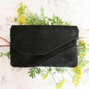 torebka zamszowa czarna asymetryczna, kopertówka, rękodzieło, kobieta, wizytowa